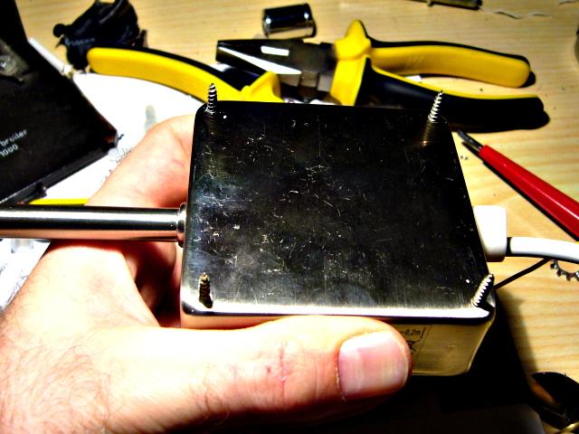 Die montagefertige Halo-Lampe: Gehäuse geschlossen und durchgebohrt