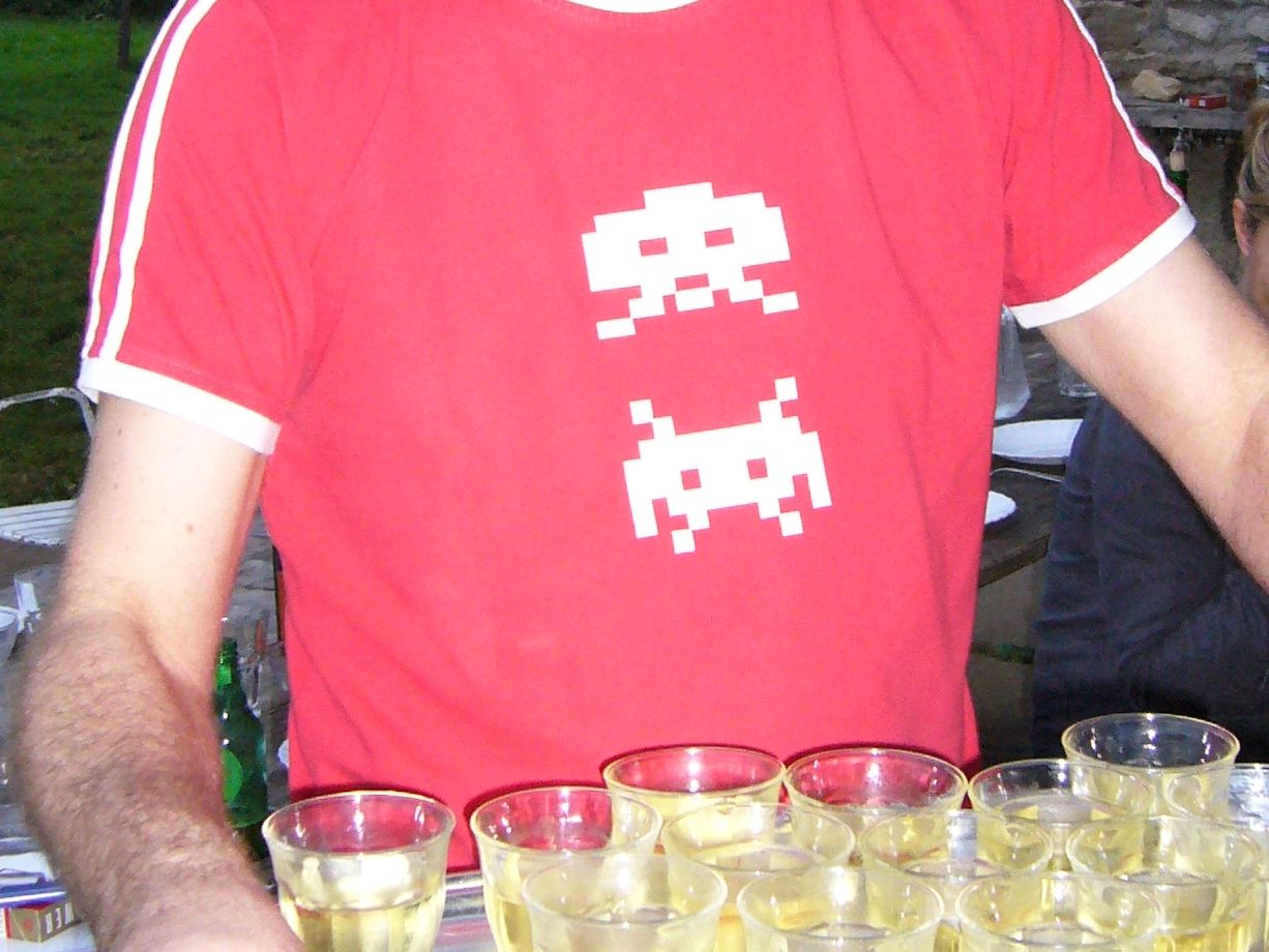 Space-Invaders-Retro-T-Shirt