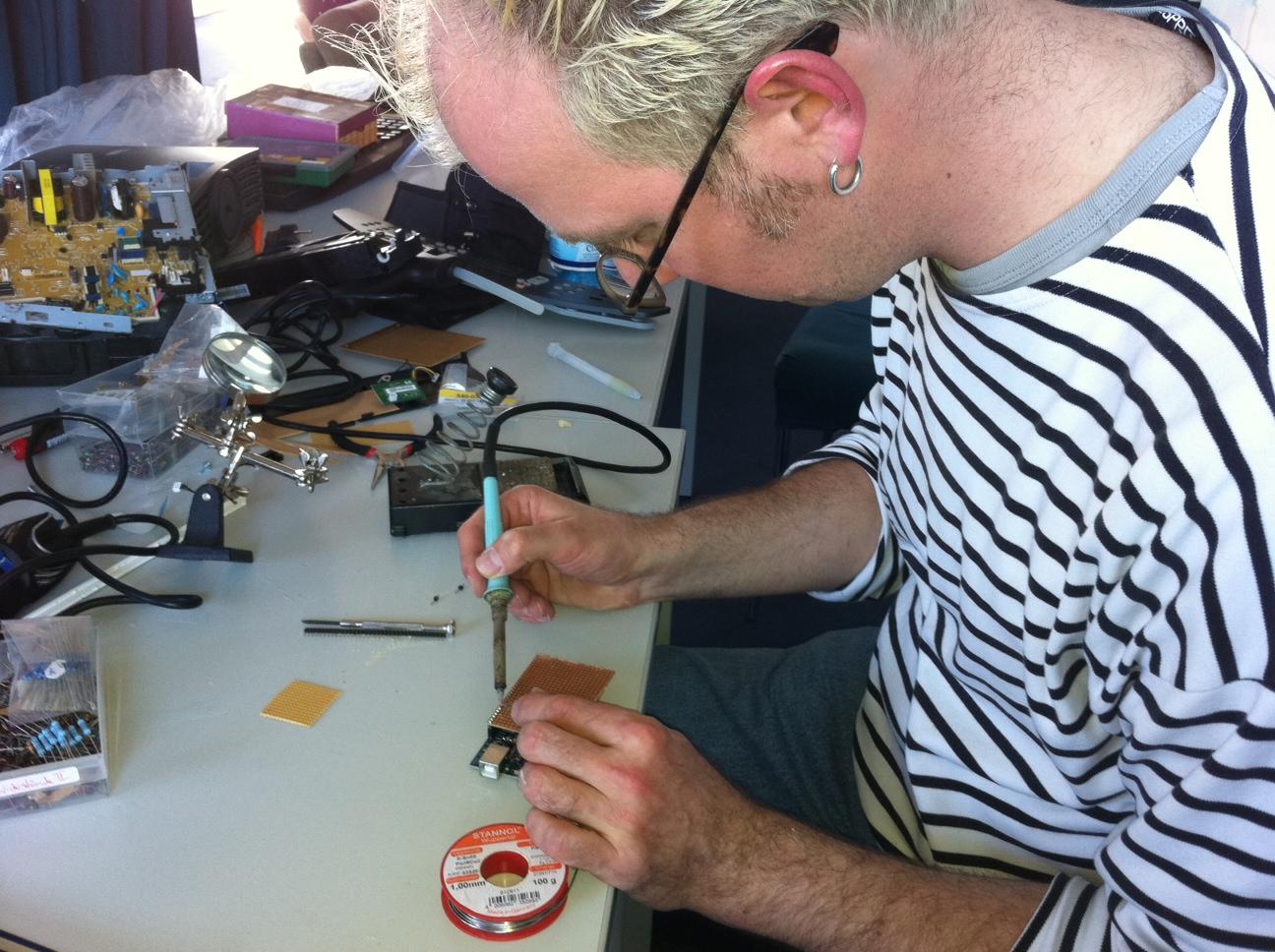 """Unser Arduino-""""Shield"""" mit den Schrittmotortreibern entsteht (Foto: Andi)"""